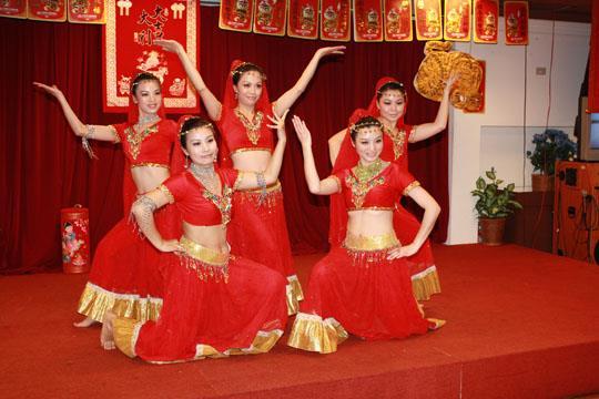 陸委會99年春節餐會,中華救助總會舞蹈社(大陸配偶)表演