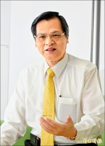 陈明通主委接受《星期专访》之访问(记者方宾照摄)